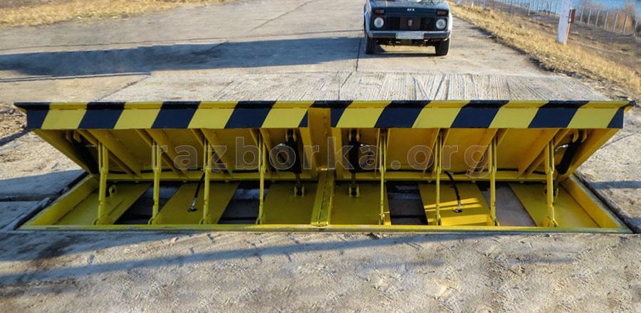 дорожный блокиратор в действии